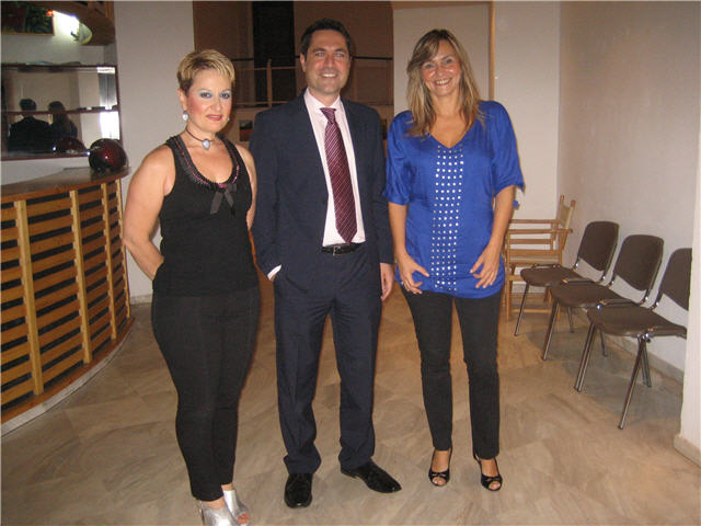 Ο κ Βούλγαρης με την κ Βάσω και την Αντιδήμαρχο κ Τσουκαλά