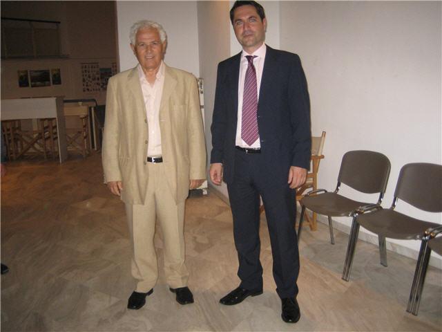 Ο γιατρός με τον Πρόεδρο των ΚΑΠΗ κ Παπαδόπουλο